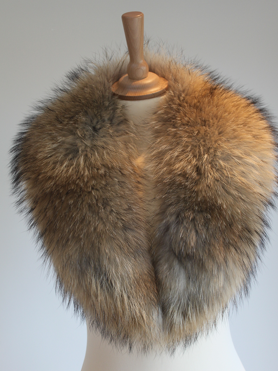 Medium Raccoon Fur Collar